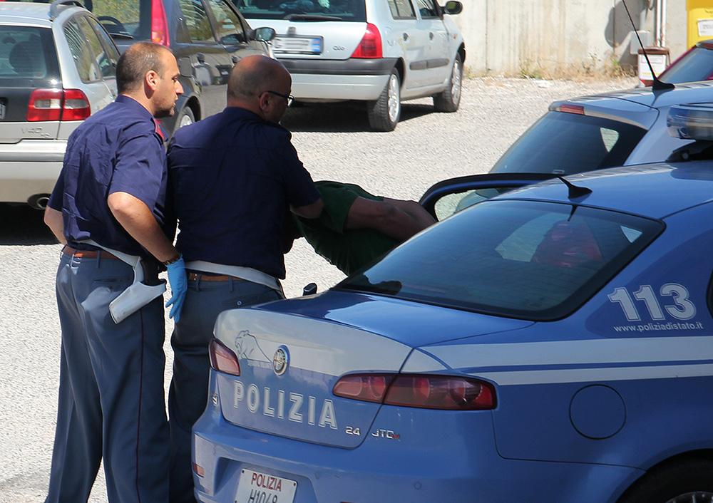 Catania, svaligiano casa ma trovano Polizia ad aspettarli$